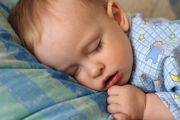 У ребенка не дышит нос соплей нет как лечить